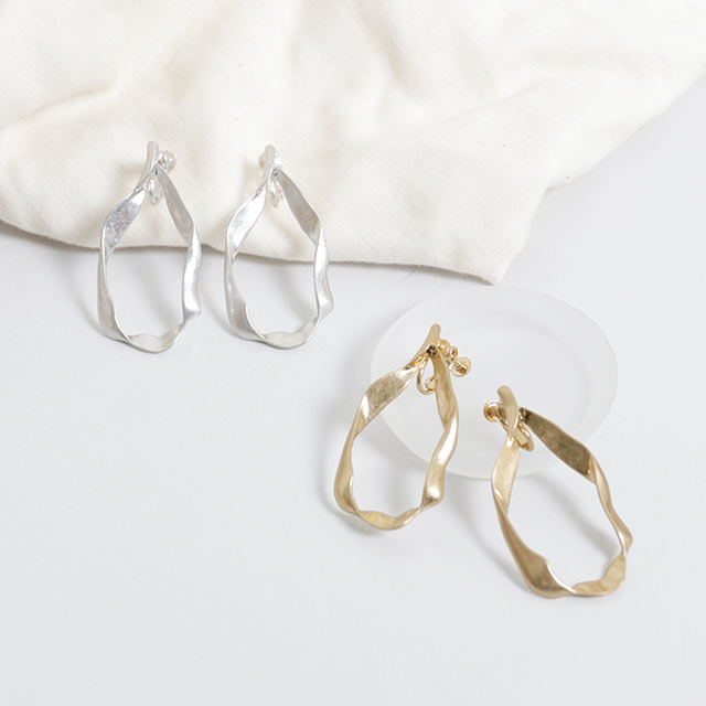 twist hoop earrings[756J]
