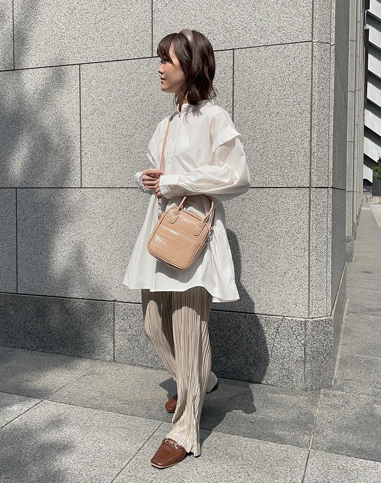 2021年秋冬アイテムを着た女性